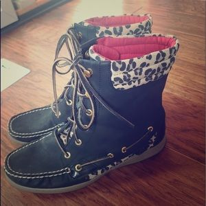 Sperry black cheetah lace up ankle boots!